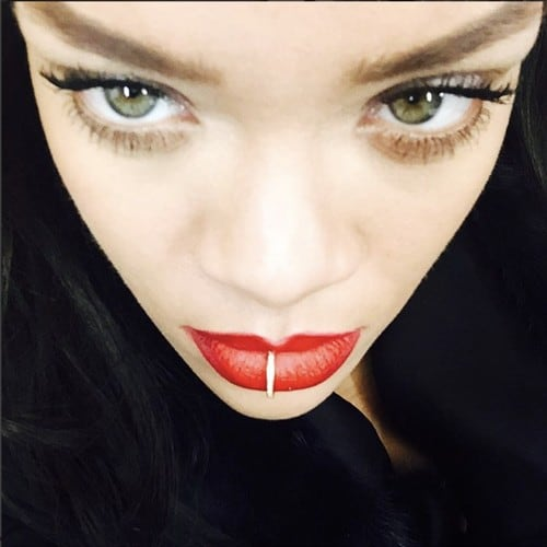 I´ve kept this picture of @badgalriri for some time but i finally share it because i love her so much ❣ #Badgalriri #Rihanna #Paris #Jewelry #Grillz #DollyCohen